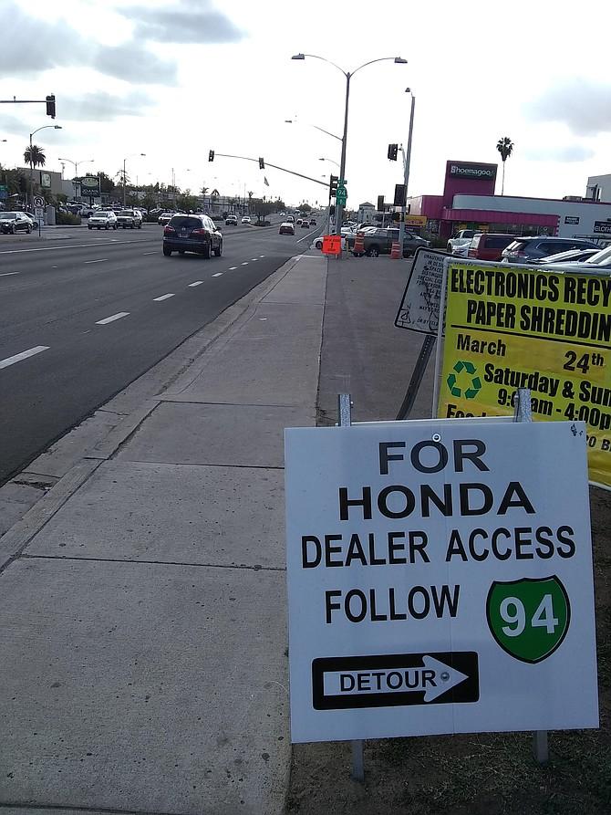 Honda detour sign
