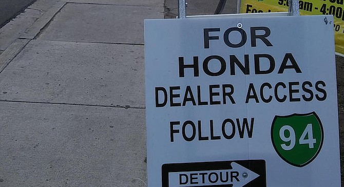 Mossy Honda customers coming from the east of the crossing run into the closure and give up.