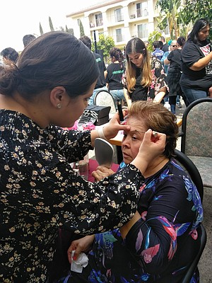 La Haye getting make-up