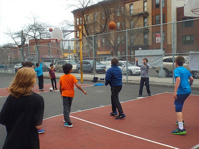 King is organising various basketball workout activities for the kids where our trained coaches are training students in sports activities like basketball. http://kidsinthegame.com/product/king-hoops-fall-winter-basketball-workouts/