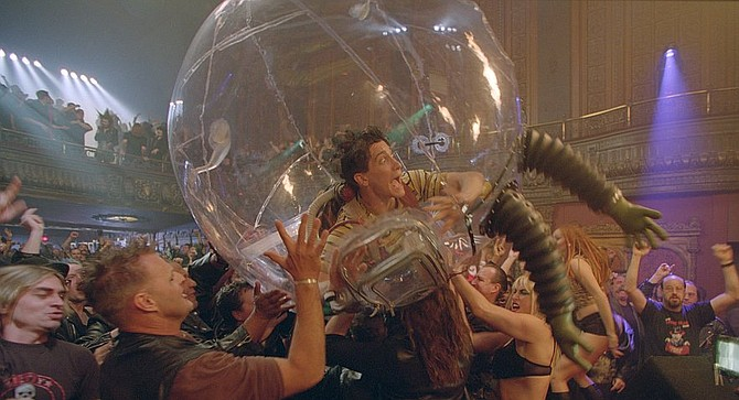 It took a few pictures, but Jake Gyllenhaal eventually bounced back from Bubble Boy
