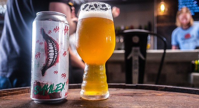 Cans of Smylex Rye IPA being served to Buds & Brews tourists at Pariah Brewing Company.