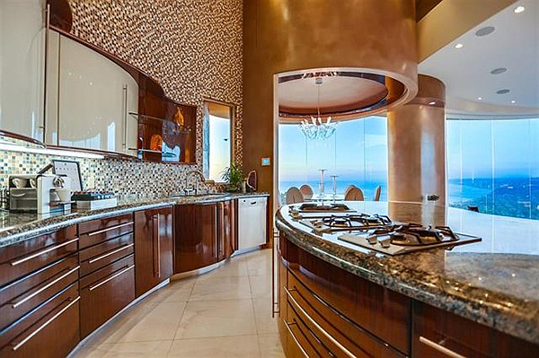 Gourmet kitchen, just waiting for gourmet cooks to make gourmet meals