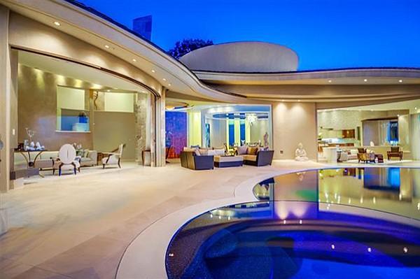 Prime patio living at Essencia