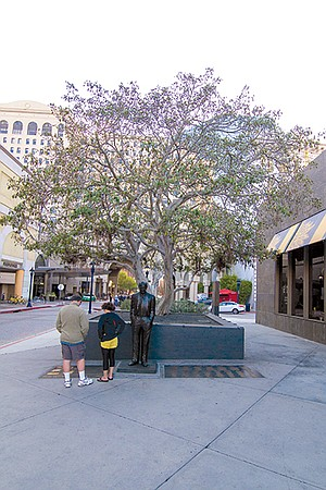 Pete Wilson statue. Wilson wanted to be governor of California, giving Hahn an opportunity to ply the young mayor with campaign cash.