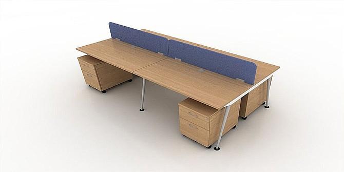 Meja kantor minimalis biasanya didesain untuk ruangan yang tidak terlalu luas. Desainnya pun tidak terlalu mencolok, hanya saja faktor kegunaannya lebih ditonjolkan. Elemen tambahan yang biasa ditemui pada meja kantor minimalis terdiri dari laci, dan rak buku. Warna yang dimiliki meja kantor berdesain minimalis juga cenderung netral, seperti putih, dan cokelat. Namun, untuk meja belajar anak, pilihan warnanya lebih beragam.