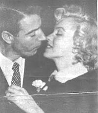 Joe Dimaggio and Marlyn Monroe