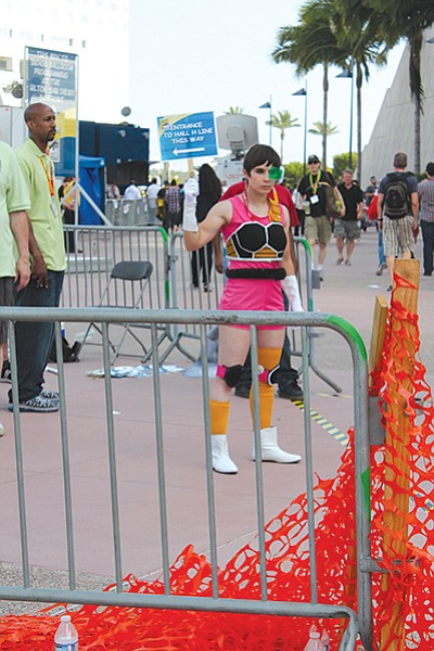 Cosplayer directing crowd to Hall H line