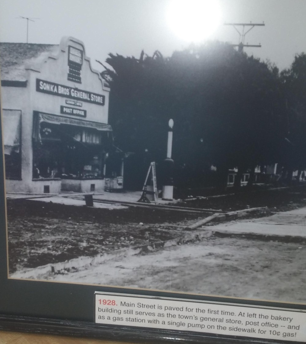 1928 photo. It was built as a general store 105 years ago and transformed into a bakery in 1947.