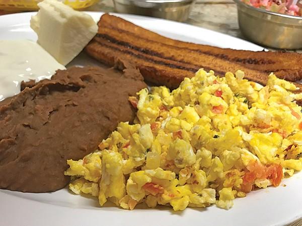 Huevos revueltos, so good with plantain