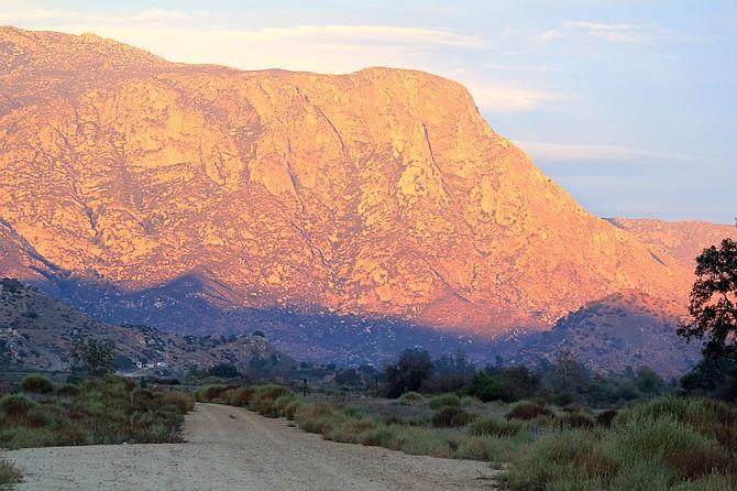 El Monte Valley horse trail, El Capitan in back