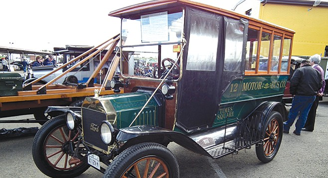 1916 Ford Model T jitney bus