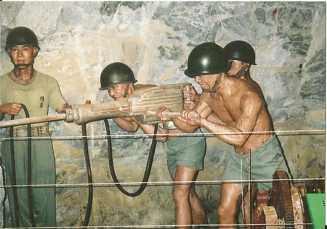 Kinmen soldiers at the museum.