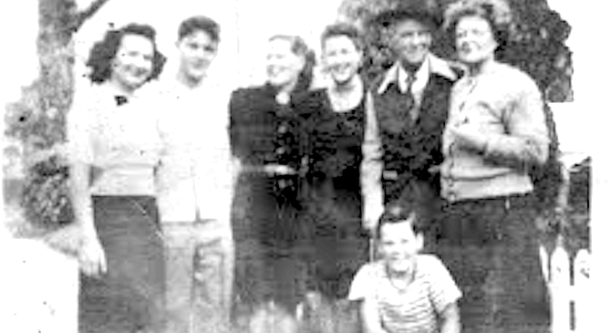 Rose, Bill, Agnes Miller Wade, Betty, Uncle Arthur, Agnes Mondon, and Charlie (kneeling), c. 1943