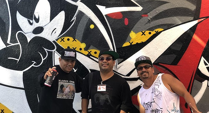 Zard, author Madriaga, Spek One in front of Felix mural