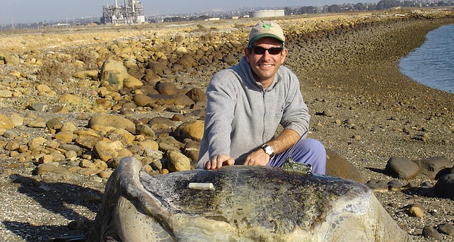 NOAA's Jeff Seminoff with the largest ever weighed green sea turtle, San Diego's own Wrinklebutt.
