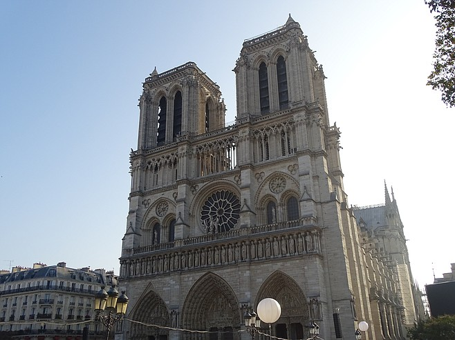 Approaching Notre Dame.
