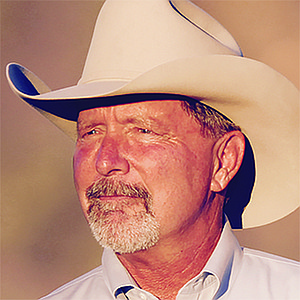 Poway mayor Steve Vaus. alias Buck Howdy, has fixed his gaze upon Dianne Jacobs' supervisor seat.