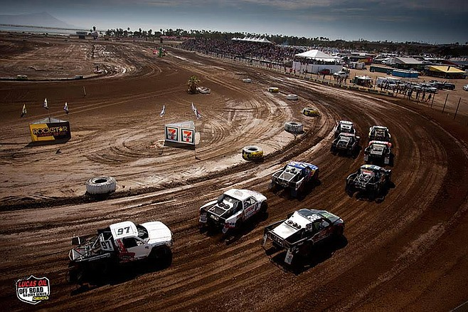 The Estero racetrack have stands with a capacity of 6,000 people.