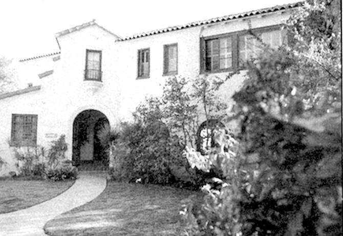 Former Oakley Hall house on Dove Court - Image by Sandy Huffaker, Jr.