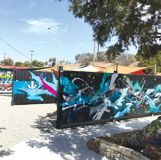Writerz Blok serves as a locale for events that celebrate urban art culture and dance groups, hip-hop MCs-and-DJs, and art demonstrations on the large paintable walls. It is one of the nation's first public graffiti art parks.