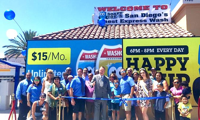 Mayor Jim Wood welcomes the Oceanside Soapy Joe's in 2016.