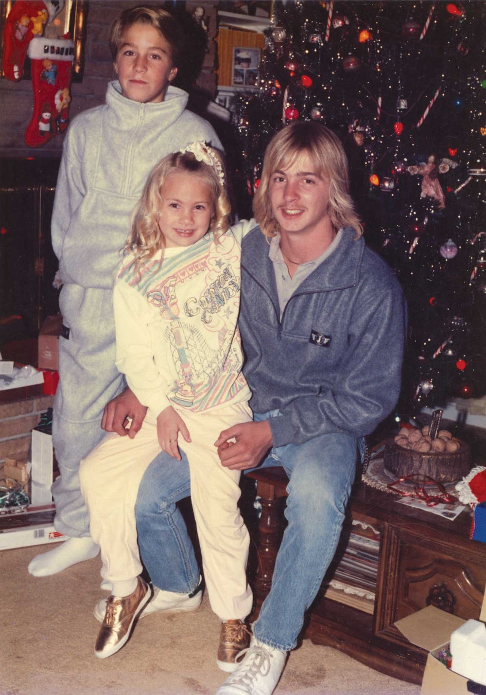 Young Kamaryn embraces Jamie during a 1980s Christmas celebration