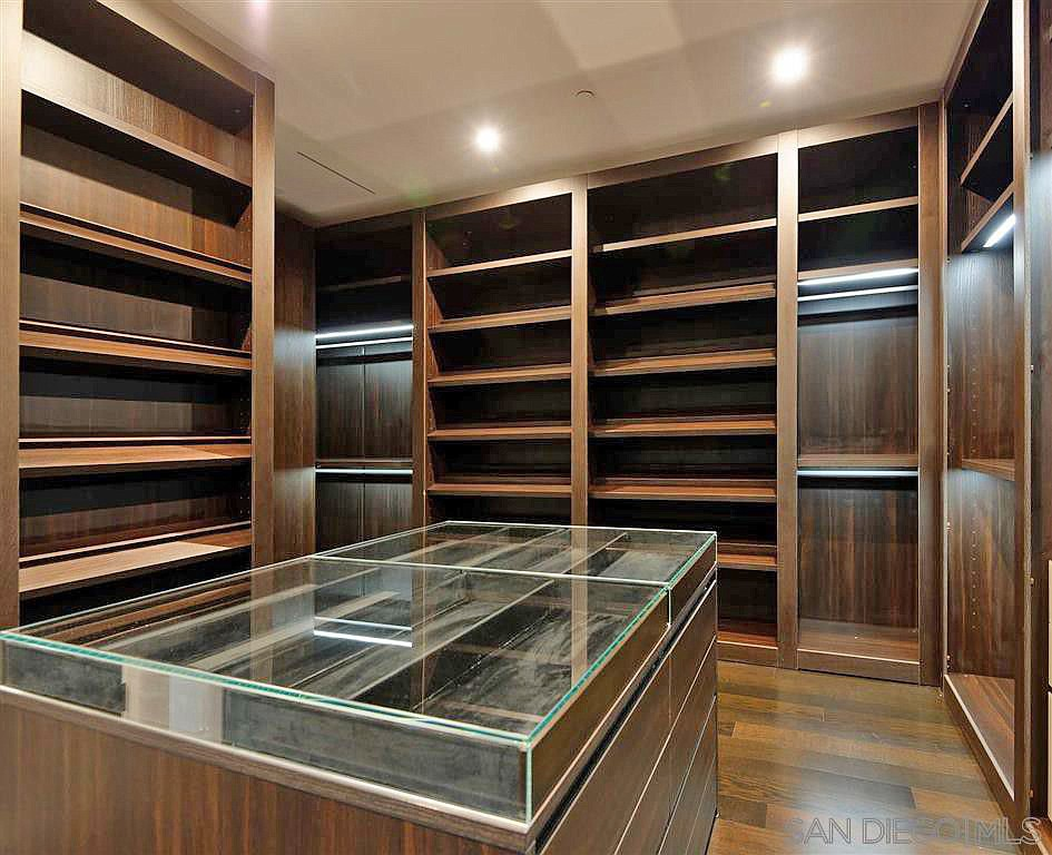 Rich people have huge closets.