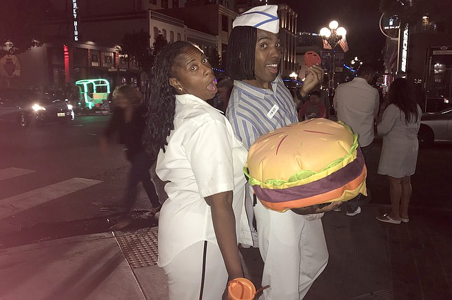 Everybody loves Ed from Good Burger (aka actor Kal Smith) with admirer