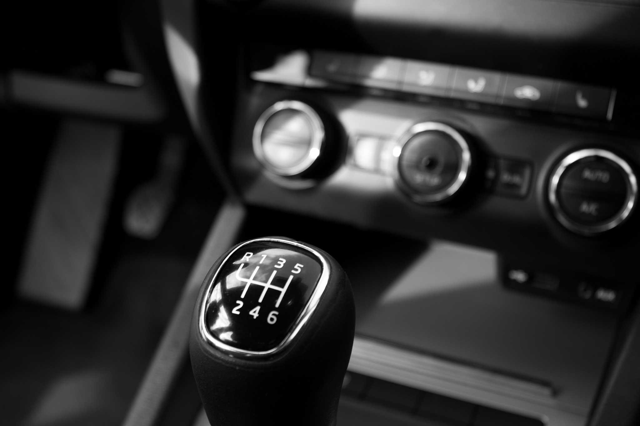 BRUNSWICK LUXURY CAR SEAT COVER SET BLUE TOYOTA URBAN CRUISER 2 X CLIP