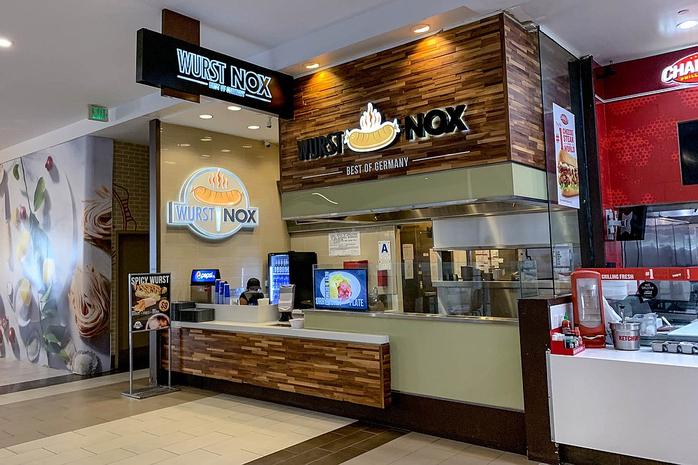 A foodtruck turned food court presence