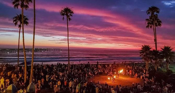 Wednesday evenings in Ocean Beach - Image by Jessica Keeler