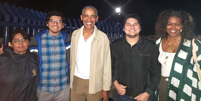 """""""The American ex-president kindly agreed to take pictures."""""""