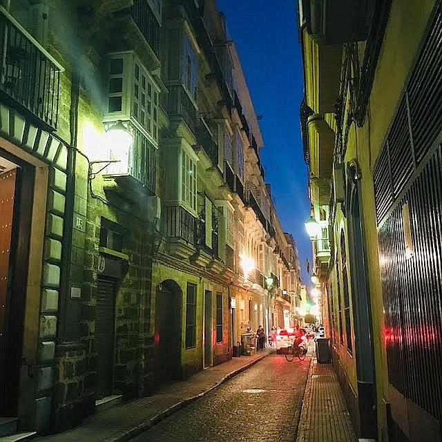 A narrow street in Cadiz.