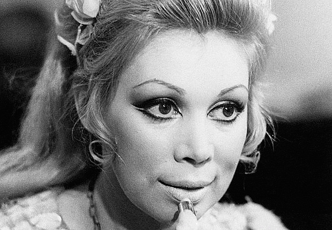 "Mirella Freni – ""beautiful to look at, an actress of simple naturalness and overwhelming intelligence"""