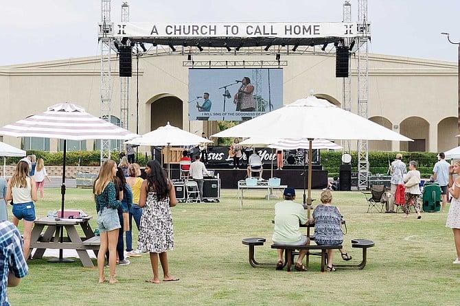 Outdoor Sunday services at Horizon Church in Rancho Santa Fe.