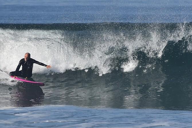 Darius Degher surfing