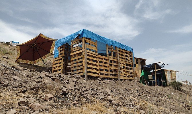 Migrants decided to settle in huts made from recycling materials. - Image by Crisstian Villicana
