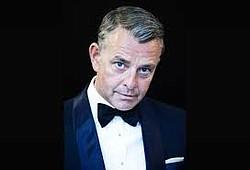 Richard Shelton performs standard as Sinatra would.